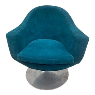 Mid Century Modern B & B Italia Style Tulip Swivel Lounge Chair Newly Upholstered For Sale