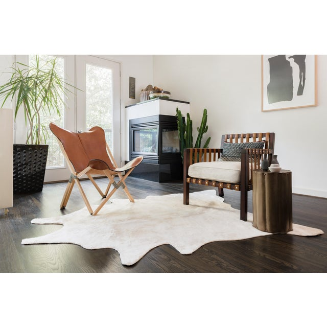 The Grand Canyon is a contemporary rug made in China from woven synthetics. The captivating look and colors are sure to...