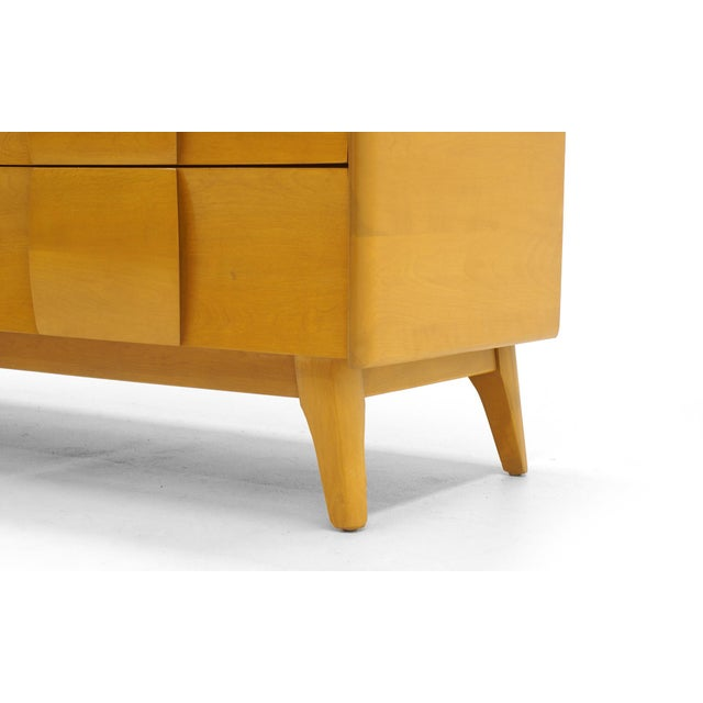 1960s Heywood Wakefield Six-Drawer Sculptura Dresser in Original Blonde Finish For Sale - Image 5 of 9