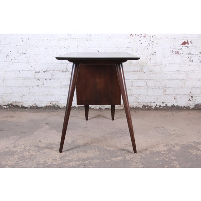 Paul McCobb Mid-Century Modern Planner Group Desk and Chair, Newly Restored For Sale - Image 11 of 13