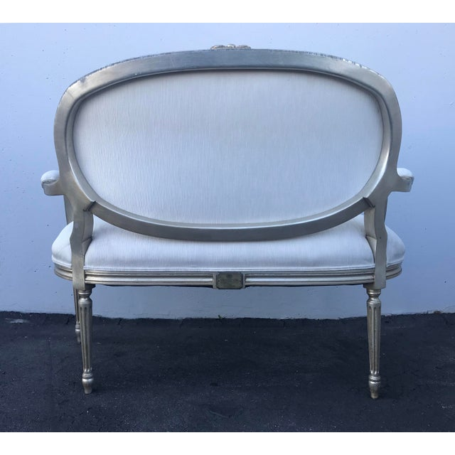 Louis XVI Late 20th Century Henredon Louis XVI Settee For Sale - Image 3 of 8