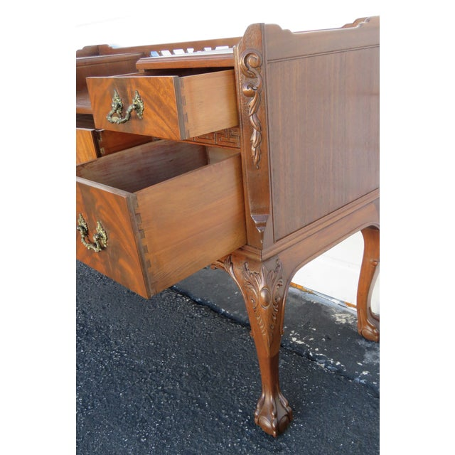 Chippendale Chippendale Ball and Claw Feet Flame Mahogany Vanity Table and Mirror For Sale - Image 3 of 13