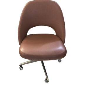 Knoll International Eero Saarinen Executive Leather Side Chair on Swivel Base and Wheeled Casters For Sale