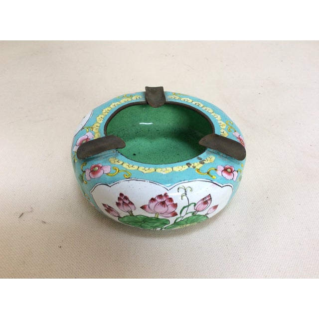 Chinese Canton Enamel Floral Ashtray For Sale - Image 3 of 8
