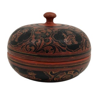20th Century Burmese Yun-De Round Lacquer Box With Handle For Sale