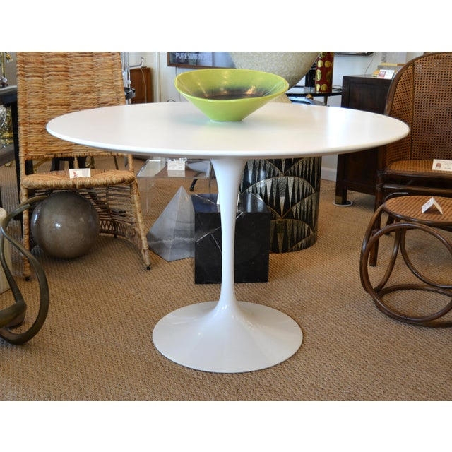 Knoll Original Eero Saarinen Round Antique White Laminated Tulip Dining Table Knoll For Sale - Image 4 of 13