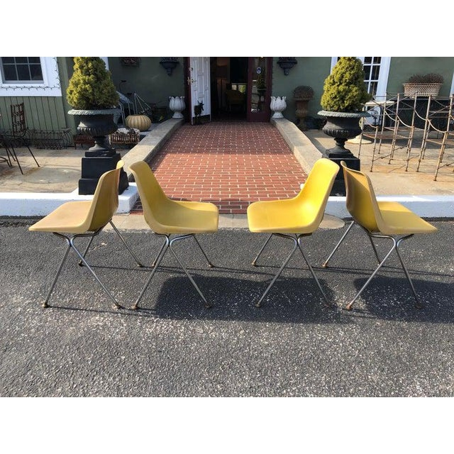 1970s Vintage Yellow Jon Stewart Stackable Shell Chairs- Set of 3 For Sale - Image 9 of 12