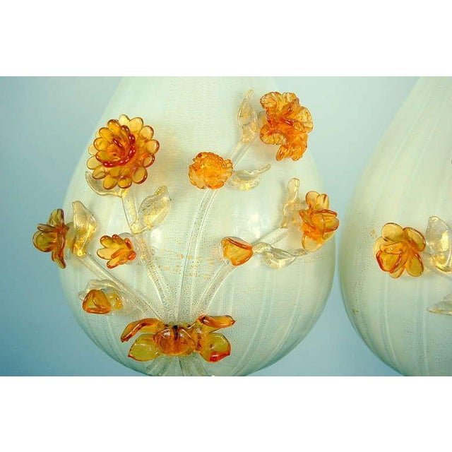 1950s Marbro Murano Glass Table Lamps White Gold Flowers For Sale - Image 5 of 10