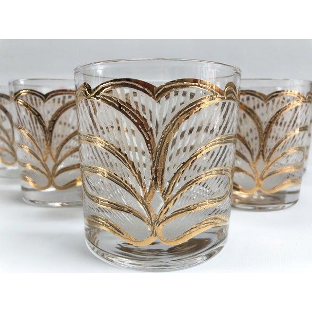 Hollywood Regency Mid-Century Hollywood Regency Gilt Rocks Glassware - Set of 5 For Sale - Image 3 of 8