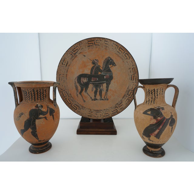 Traditional Vintage 1930s Ancient Greek Painted Terra Cotta Garniture - Charger Plate and Two Vases For Sale - Image 3 of 13
