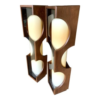 Modeline Mid-Century Modern Lucite Lamps - a Pair For Sale