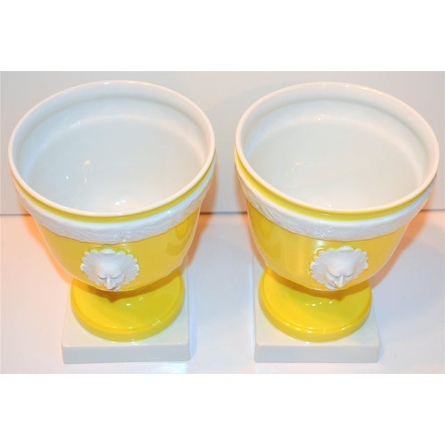 1970s Vintage Mottahedeh Lemon & White Neoclassical Pedestal Cachepots - a Pair For Sale - Image 11 of 13