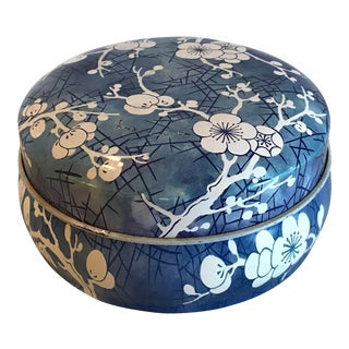 Late 20th Century Vintage English Chinoiserie Box For Sale