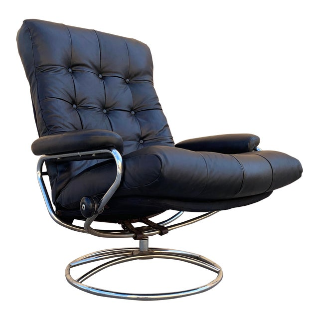 """Scandinavian Modern Ekornes """"Stressless"""" Lounge Chair With New Leather Seat For Sale"""