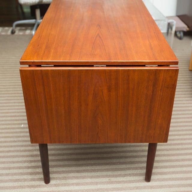 Arne Vodder Style Single Pedestal Drop-Leaf Teak Desk For Sale In New York - Image 6 of 10