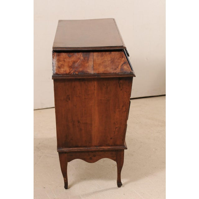 Late 18th Century Italian Walnut Wood Commode For Sale - Image 9 of 12