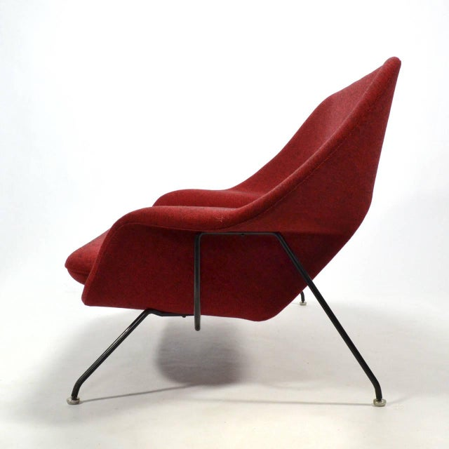 Eero Saarinen Womb Settee Upholstered in Alexander Girard Fabric For Sale In Chicago - Image 6 of 11