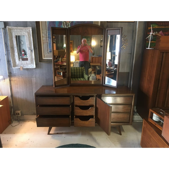 1960s 1960s Mid-Century Modern United Furniture Lowboy Dresser With Trifold Mirror - 2 Pieces For Sale - Image 5 of 8