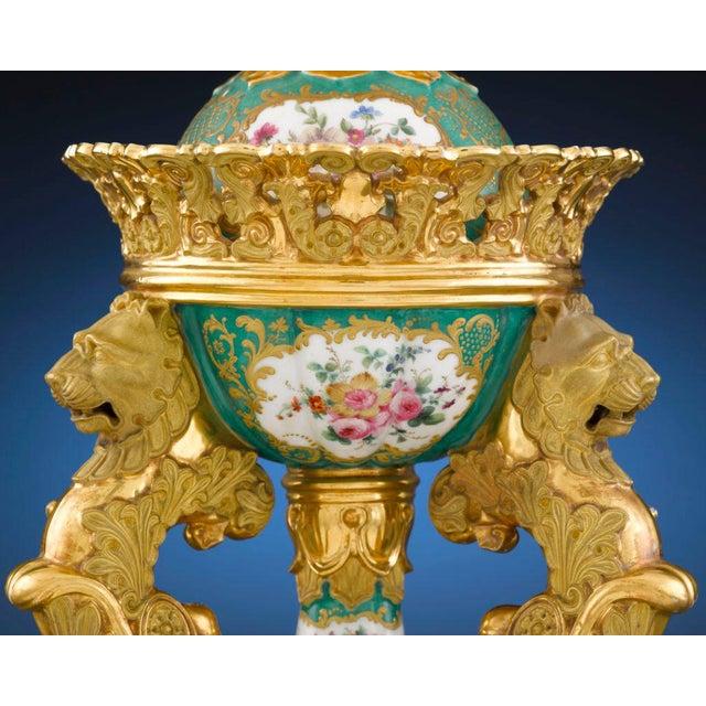 Rococo Jacob Petit Porcelain Brûle Parfum For Sale - Image 3 of 6