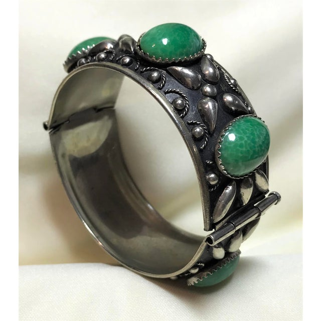 1940 Silver-Plated Green Cabochon Hinged Bangle For Sale In Los Angeles - Image 6 of 8