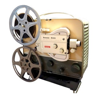 Vintage Art Deco Kodak 8mm Movie Projector Circa 1950s. Fabulous Mid Century Streamline Look For Sale