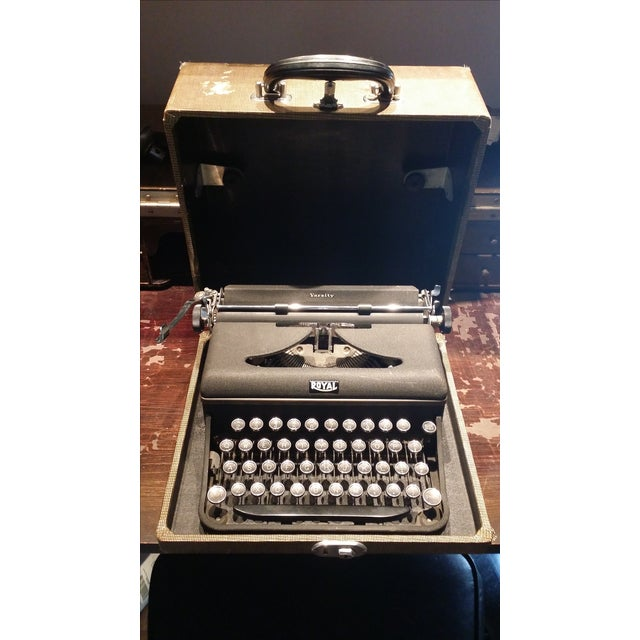 Royal typewriter from the 1940s. Still in its original carrying case and with a new, working ribbon. It's an absolutely...