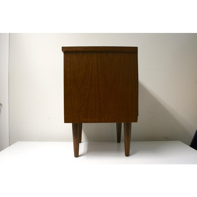 Mid-Century Modern Mid Century Modern 2-Drawer Nightstand For Sale - Image 3 of 9