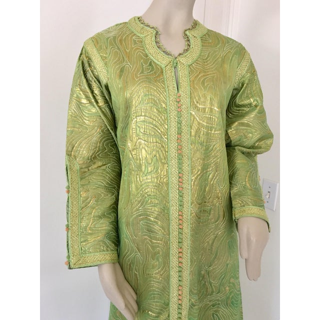 1970s Moroccan Kaftan in Green and Gold Brocade Metallic Lame For Sale - Image 5 of 12
