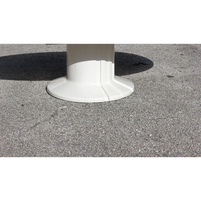 1960s French Modern White Resin Oval Coffee Table For Sale In Miami - Image 6 of 13