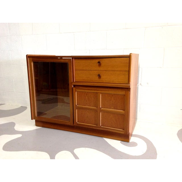 Nathan Glass Fronted Teak Cabinet With Shelves - Image 4 of 7