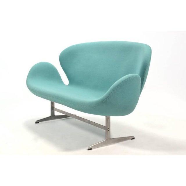 1950s Arne Jacobsen Swan Sofa by Fritz Hansen For Sale - Image 5 of 10