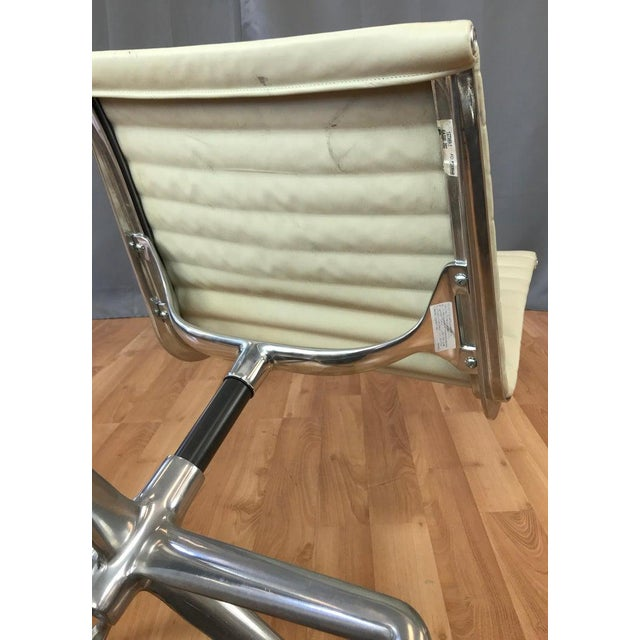 Eames Aluminum Group Side Chair for Herman Miller For Sale - Image 12 of 13