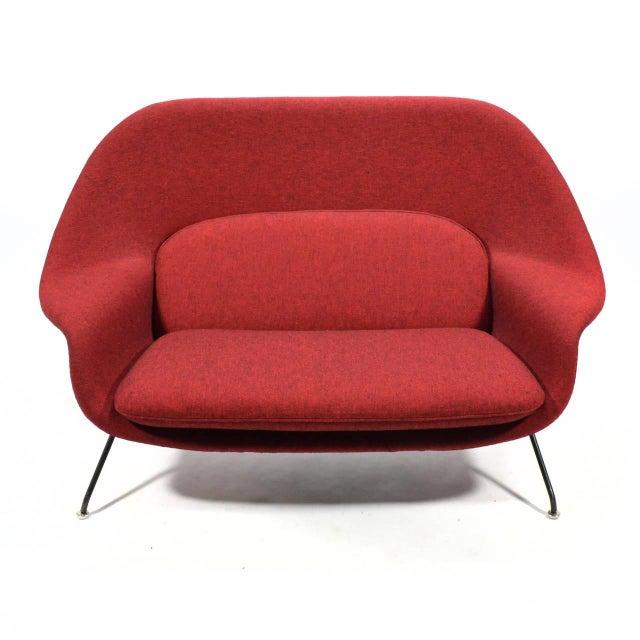 Eero Saarinen Womb Settee Upholstered in Alexander Girard Fabric - Image 4 of 11