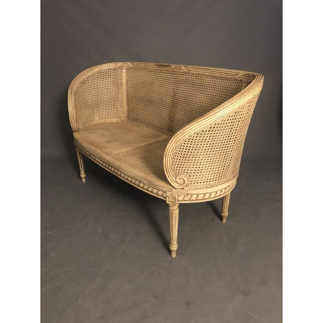 1950s Vintage Traditional French Provincial Settee For Sale In New York - Image 6 of 12