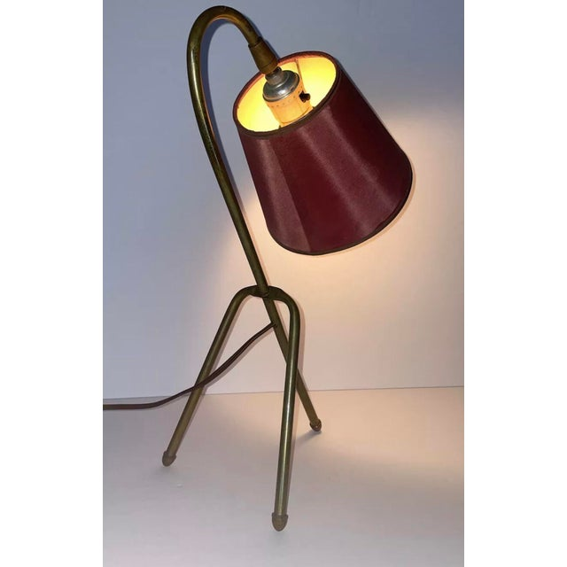 """Mid-Century Modern Mid 20th Century French """"Cocotte"""" Style Brass Tripod Lamp With Original Shade For Sale - Image 3 of 5"""