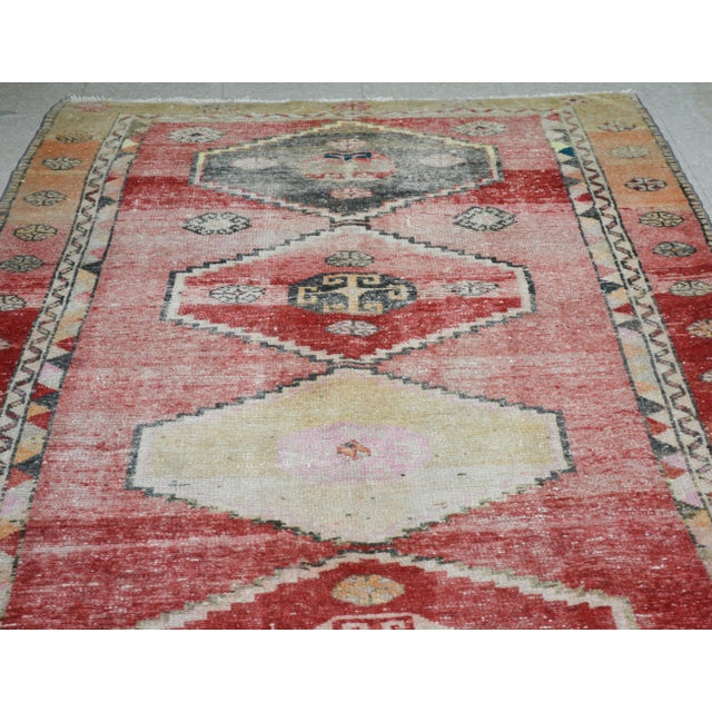 Vintage Turkish Oushak rug with natural colors, soft wool texture and geometric pattern.