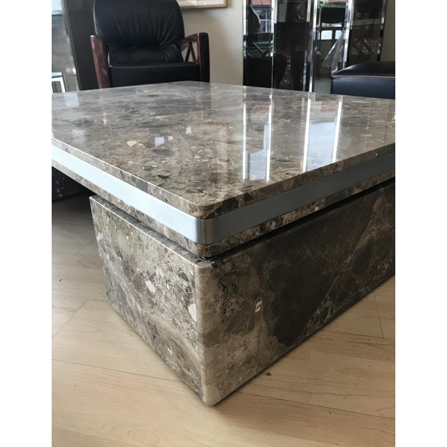 This is a large and heavy 1980s marble coffee table by Brueton in excellent condition. This coffee table came from a multi...