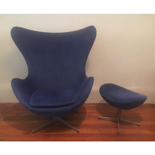 """Authentic Mid-Century Modern Arne Jacobsen for Fritz Hansen Egg chair and ottoman. The elegant model 3316 """"Egg"""" armchair..."""