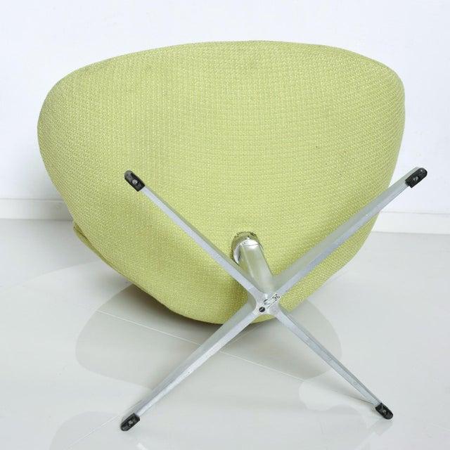 Mid Century Modern Original Iconic Swan Chairs Arne Jacobsen for Fritz Hansen For Sale - Image 10 of 11