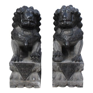 Chinese Pair Black Gray Stone Fengshui Pedestal Foo Dog Statues Medium For Sale