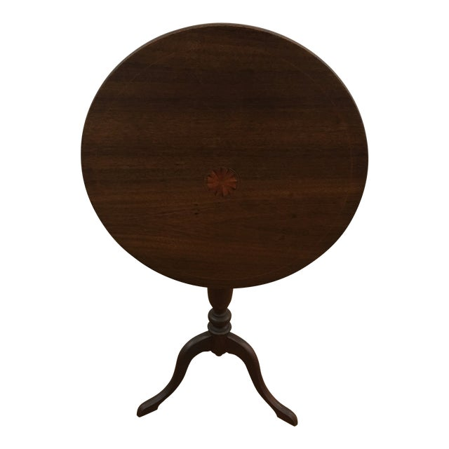 Table - 19th Century Traditional Walnut Tilt Top Table For Sale
