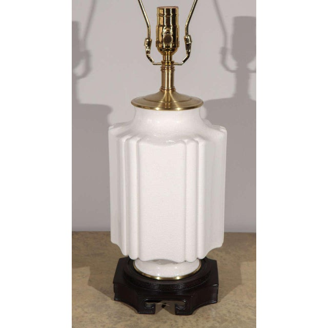 Asian Chinoiserie White Crackle Glaze Table Lamp For Sale - Image 3 of 8