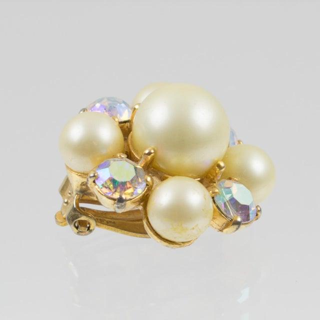 Elsa Schiaparelli 1960s Clip-On Earrings Pearl Imitation & Borealis Rhinestones For Sale In Atlanta - Image 6 of 7