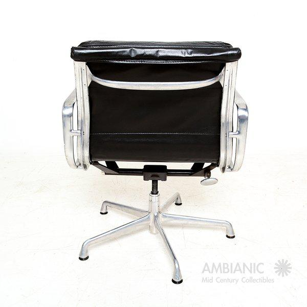 1980s Vintage Herman Miller Eames Soft Pad Aluminum Group Chair For Sale - Image 5 of 9
