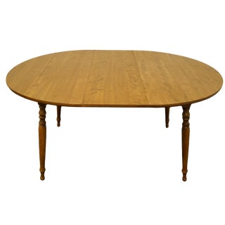 "20th Century Traditional Ethan Allen Heirloom Nutmeg Maple 29"" Round Drop Leaf Dining Table For Sale"