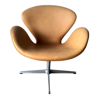 Swan Chair by Arne Jacobsen in Leather for Fritz Hansen For Sale