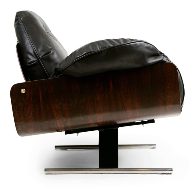 "Mid-Century Modern 1960s Vintage Jorge Zalszupin Brazilian ""Presidencial"" Jacaranda Armchair For Sale - Image 3 of 10"