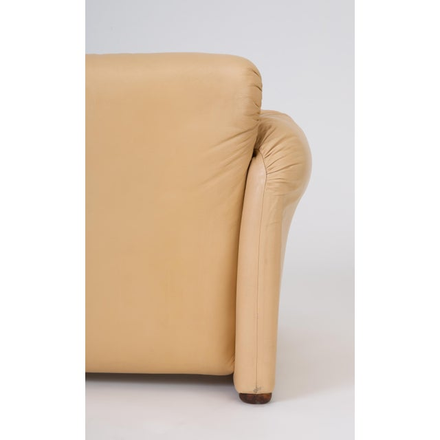 "Leather ""Maralunga"" Loveseat by Vico Magistretti for Cassina For Sale - Image 12 of 13"