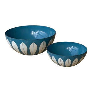 Vintage Blue and White Enamel Lotus Nesting Bowls Designed by Cathrineholm, a Pair, Circa 1960s For Sale