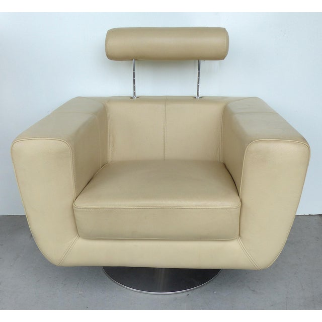 Awesome Modern Beige Leather Swivel Club Chair Gamerscity Chair Design For Home Gamerscityorg